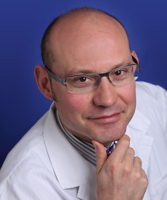 Dr. Víctor Hernández Machado