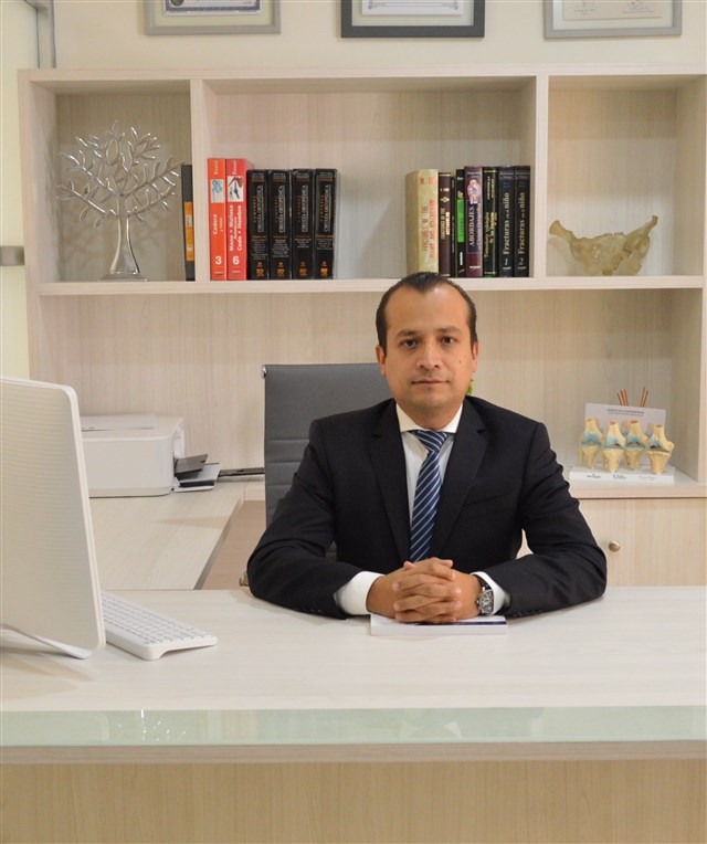 Dr. Alberto Muñoz Macias - profile image