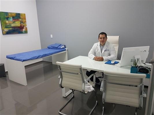 Dr. Javier Arturo Albarrán Arozarena - gallery photo