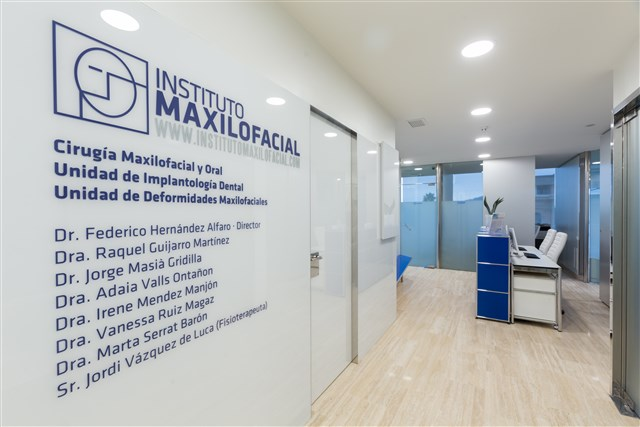 Instituto maxilofacial centro m dico teknon barcelona for Oficinas sanitas barcelona