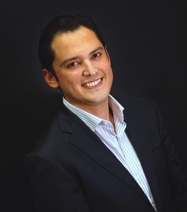 Dr. Rodrigo Romero Mata - gallery photo