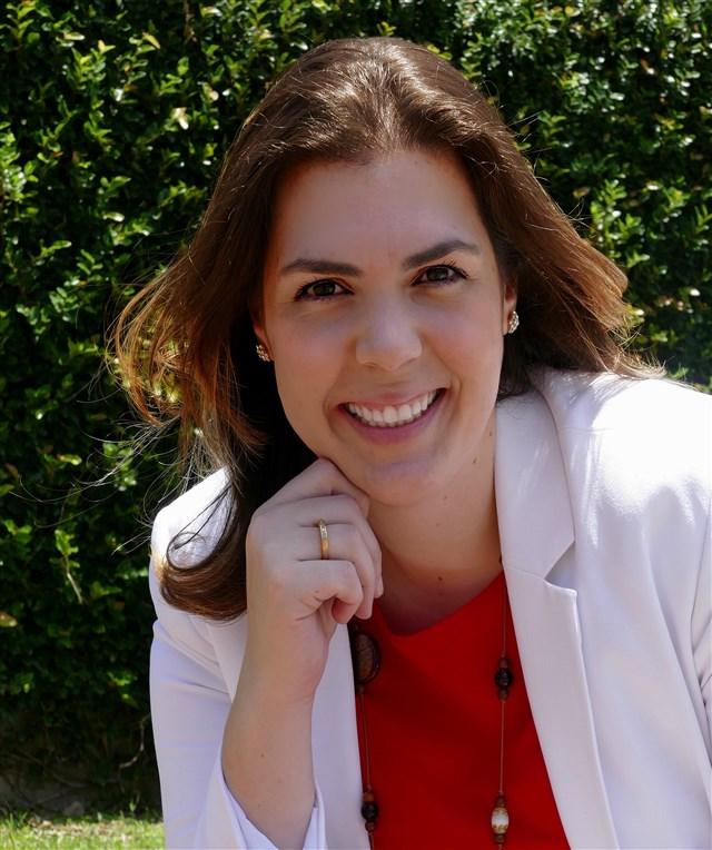 Dra. Paula Teixeira - profile image