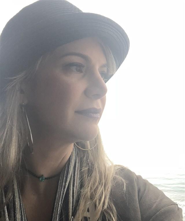 Dra. Adriana Valadares Neto - profile image